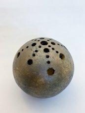 画像1: 球・花差し(野焼き 拭き漆) (1)