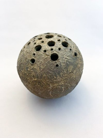 画像1: 球・花差し(炭化焼成 無釉)
