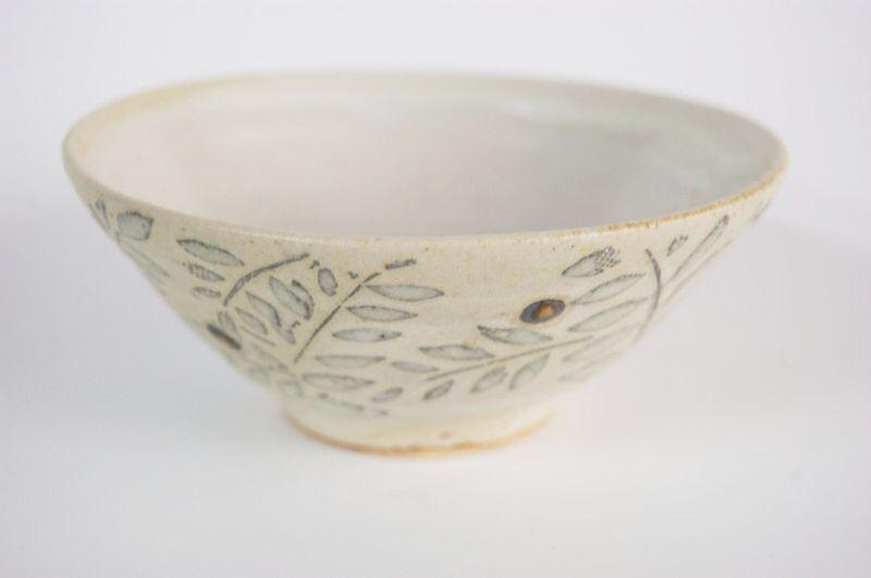 画像1: 赤い実の飯茶碗(小) (1)
